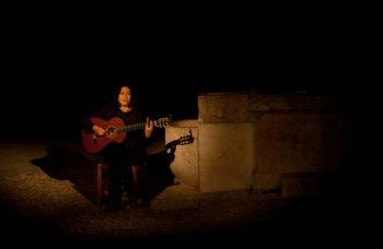 Mariona Forteza canta en el patio