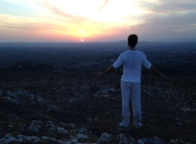 Xavi Núñez contempla el crepúsculo