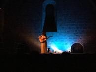 Mariona Forteza canta al dormitori de Santes Creus