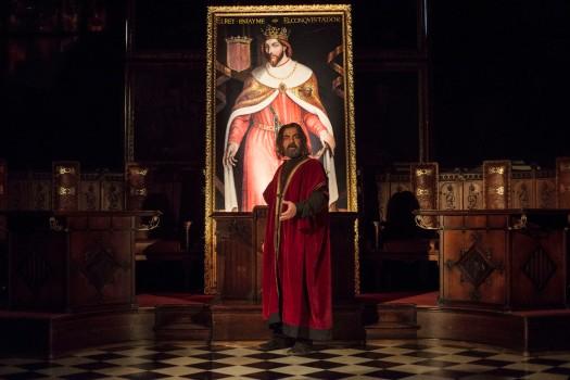 El rey ante el cuadro que lo representa