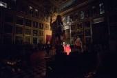 La sombra de Jaume I se proyecta en la pared del Salón de Plenos de Cort
