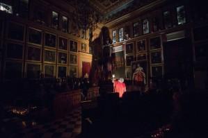 L'ombra de Jaume I es projecta a la paret del Saló de Plens de Cort