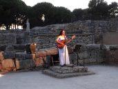 Mariona Forteza interpreta el himno de Esculapio