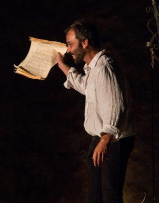 François Aragó mostra al públic les seves memòries.